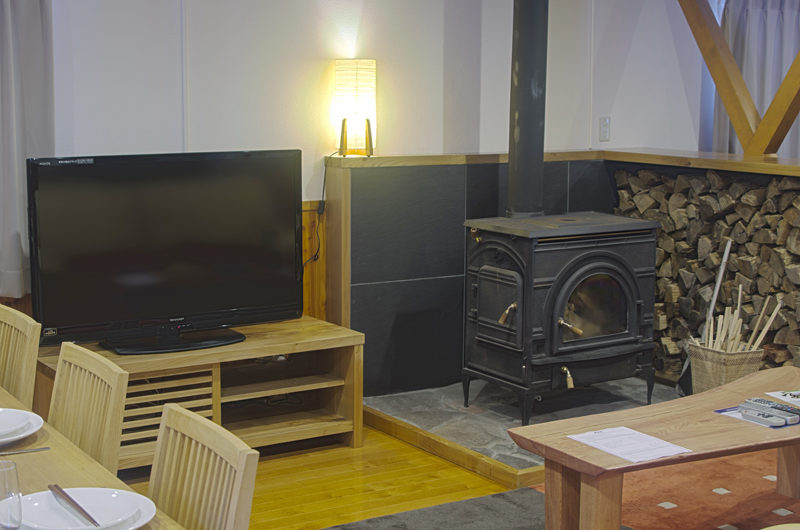 Kisetsu TV with Fireplace | East Hirafu