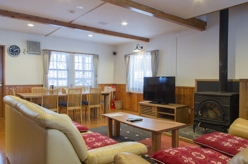 Kisetsu Indoor Living and Dining Area | East Hirafu