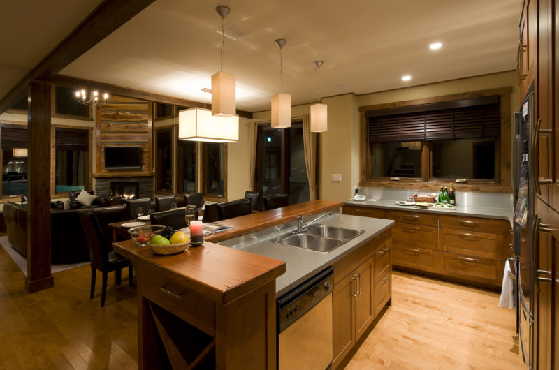 Latitude 42 Kitchen and Dining Area | Lower Hirafu
