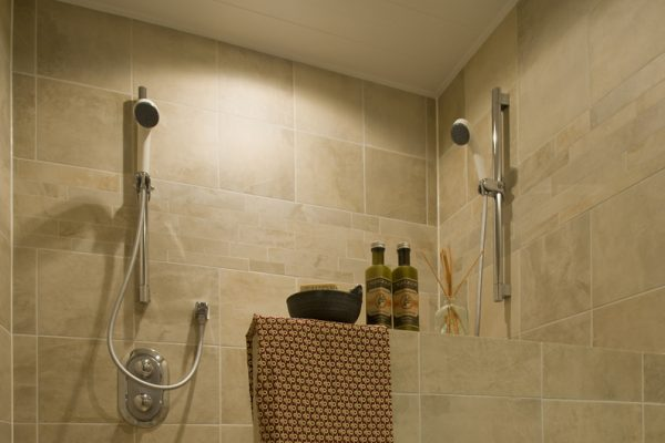 Latitude 42 Shower | Lower Hirafu