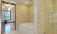 Mangetsu Bedroom and En-Suite Bathroom | East Hirafu