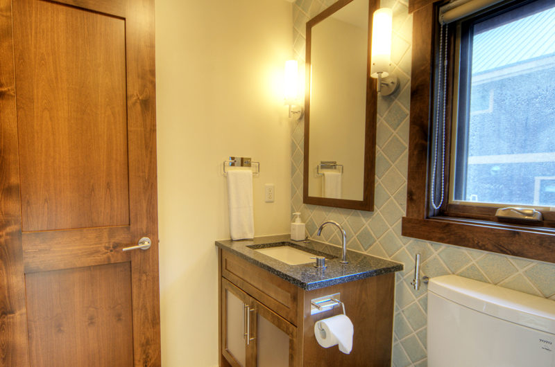 Mangetsu Lodge Bathroom with Mirror | East Hirafu