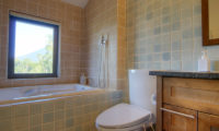 Mangetsu Lodge Bathtub | East Hirafu