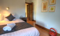 Mangetsu Lodge Bedroom with Wooden Floor | East Hirafu