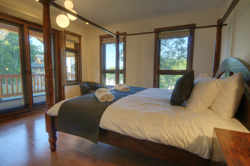 Mangetsu Lodge Bedroom and Balcony | East Hirafu