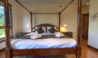 Mangetsu Lodge Four Poster Bed | East Hirafu
