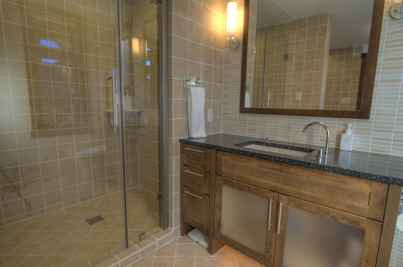 Mangetsu Lodge Bathroom with Shower | East Hirafu