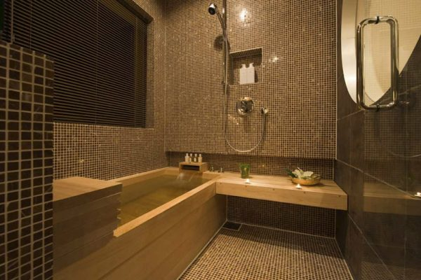 Miyabi Bathroom with Bathtub | Lower Hirafu