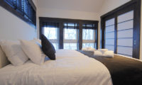 Mojos King Size Bed | Lower Hirafu