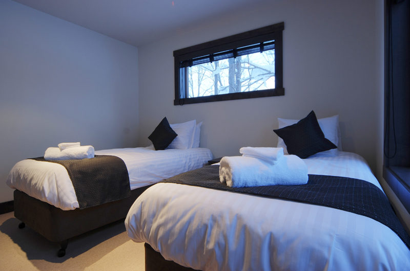 Mojos Bedroom with Twin Beds | Lower Hirafu