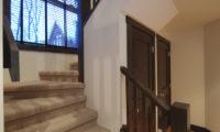 Mojos Up Stairs | Lower Hirafu