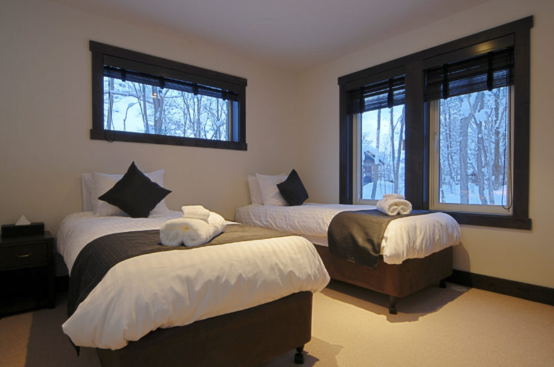 Mojos Twin Bedroom | Lower Hirafu