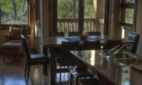 Old Man Creek Kitchen and Dining Area | East Hirafu