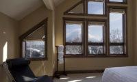 Old Man Creek Bedroom with Seating Area | East Hirafu