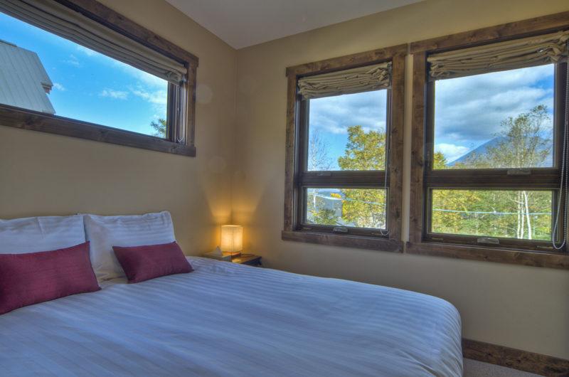 Old Man Creek Bedroom with Outdoor View | East Hirafu