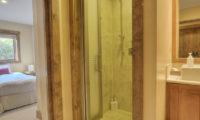 Old Man Creek Bedroom and Bathroom | East Hirafu