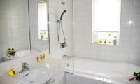 Seizan En-Suite Bathroom | Middle Hirafu