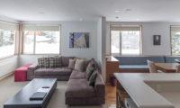 Seizan Lounge Area | Middle Hirafu