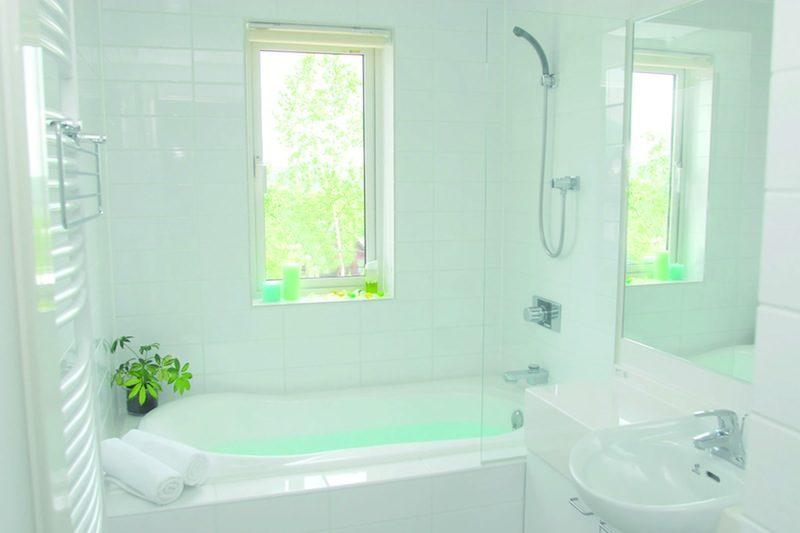 Seizan Bathroom with Mirror | Middle Hirafu