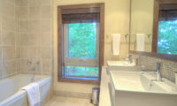 Shika En-Suite Bathroom with Bathtub | East Hirafu