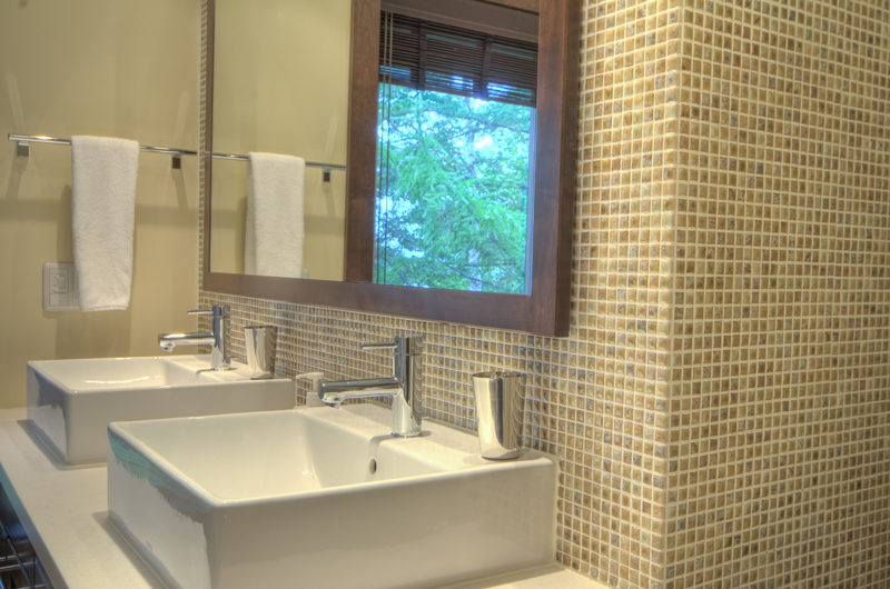 Shika His and Hers Bathroom | East Hirafu