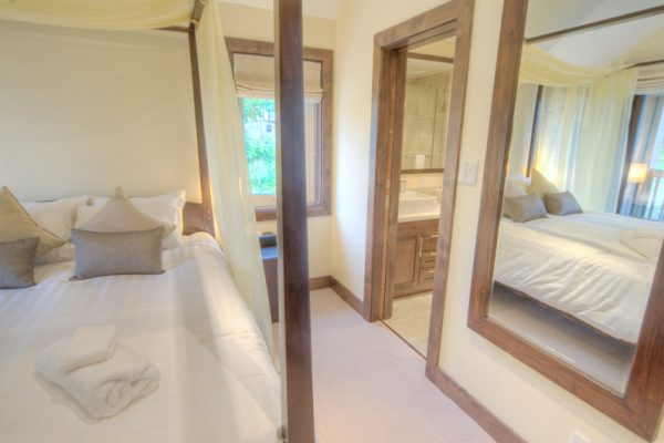 Shika Bedroom with Mirror | East Hirafu
