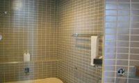Deep Tracks Bathroom with Bathtub | Upper Hirafu
