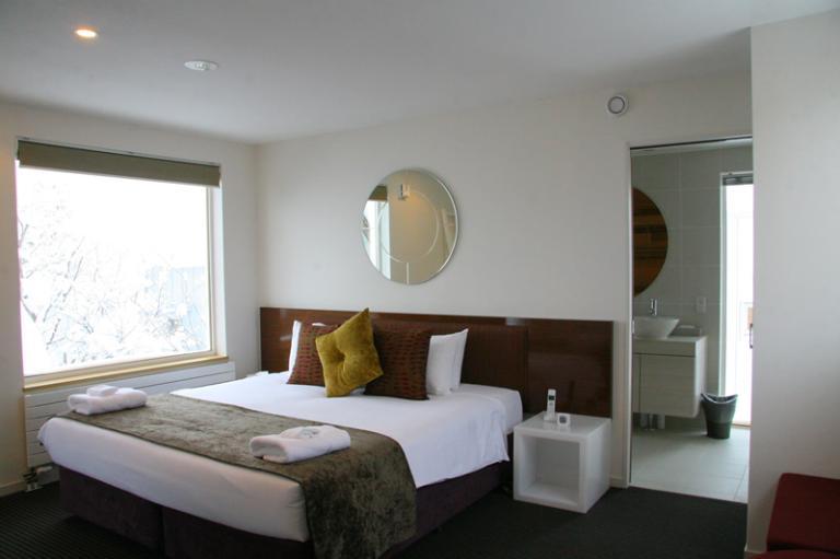 Ezo 365 Bedroom and Bathroom | Lower Hirafu