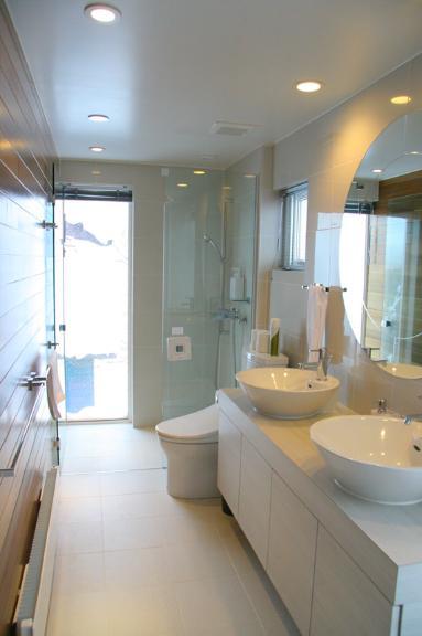 Ezo 365 His and Hers Bathroom | Lower Hirafu