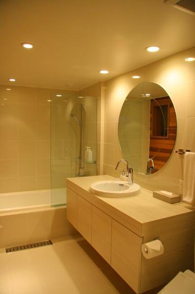 Ezo 365 Bathroom with Bathtub | Lower Hirafu
