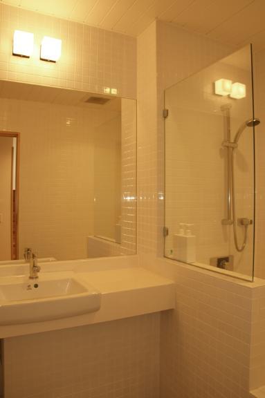 J House Bathroom | Lower Hirafu