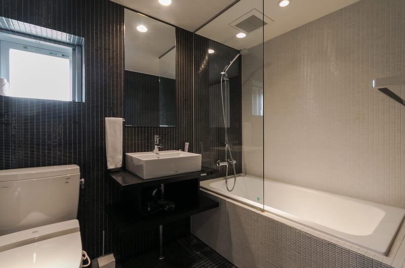 Kira Kira Bathroom with Bathtub | Upper Hirafu