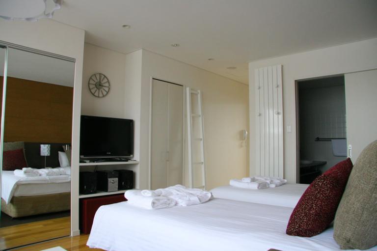 Yama Shizen Twin Bedroom with TV | Upper Hirafu