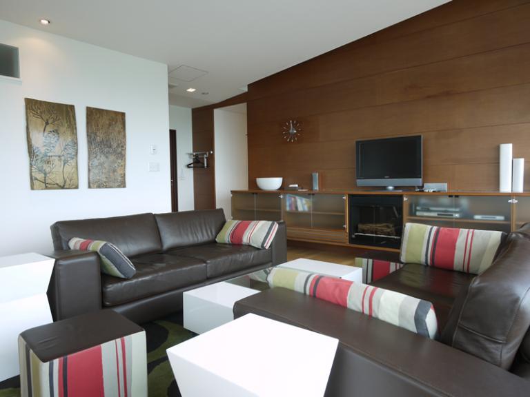 Youtei Tracks Living Area with TV | Upper Hirafu