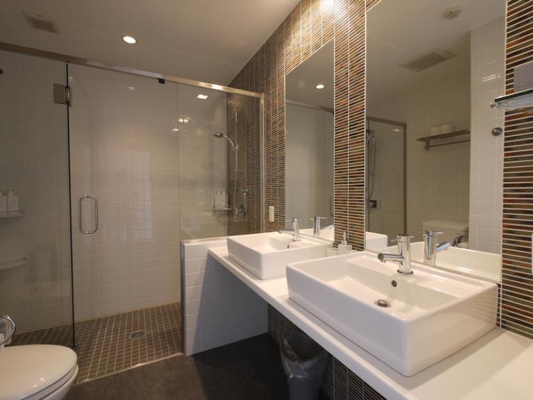 Youtei Tracks His and Hers Bathroom | Upper Hirafu