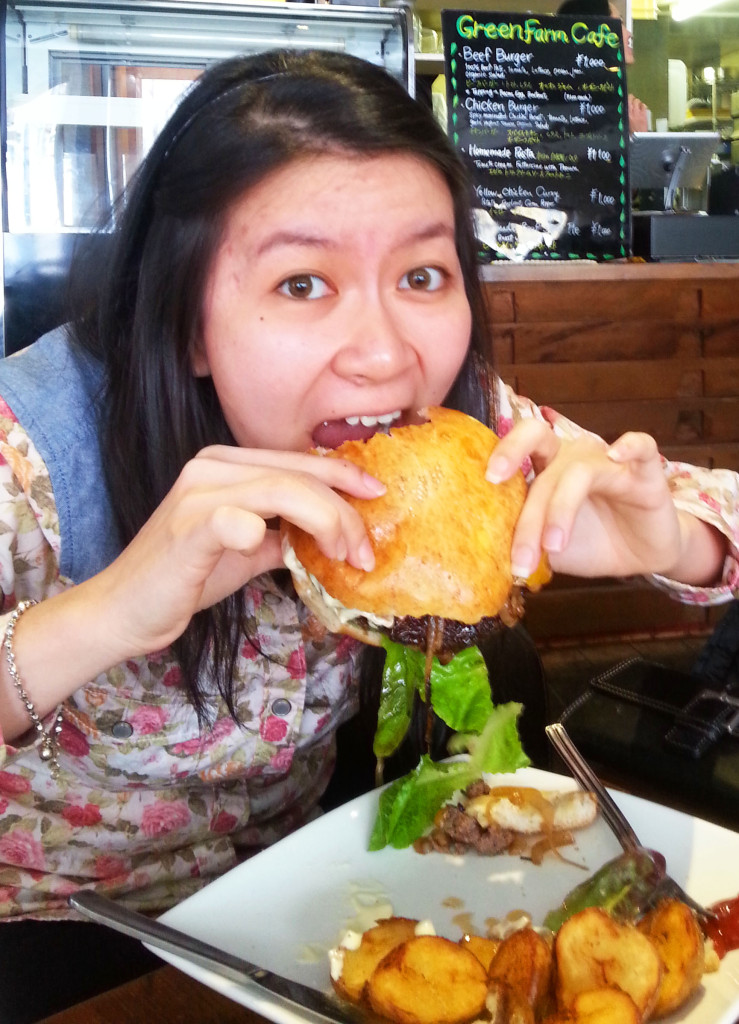 Wiwi chomps into a juicy beef burger
