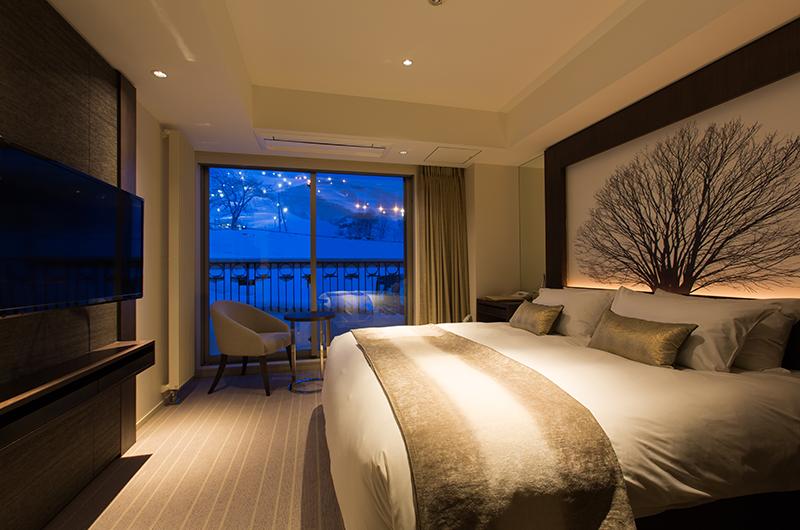 Chalet Ivy Deluxe Onsen Suite Night View | Upper Hirafu