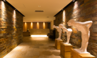 Chalet Ivy Lobby Entrance | Upper Hirafu