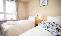 Niseko Alpine Apartments Bedroom with Twin Beds | Upper Hirafu Village
