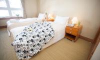 Niseko Alpine Apartments Twin Bedroom | Upper Hirafu Village