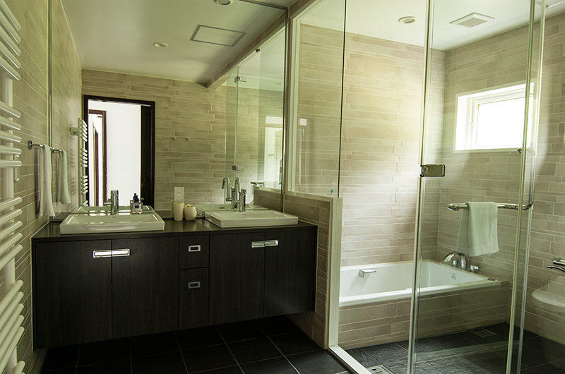 Casa La Mont Bathroom with Bathtub | Annupuri
