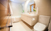 Ezo Yume Bathroom with Bathtub | Lower Hirafu