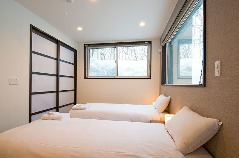 Fubuki Bedroom with Twin Beds | Lower Hirafu