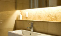 Fubuki Bathroom with Mirror | Lower Hirafu