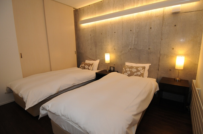 Full Circle Bedroom with Twin Beds and Wooden Floor | Middle Hirafu
