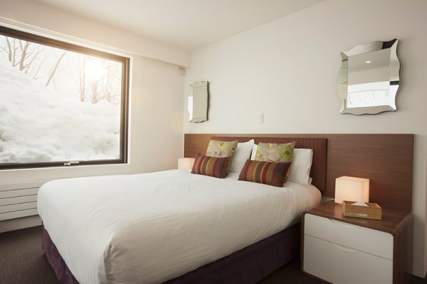 Glasshouse Bedroom with Table Lamps | Lower Hirafu