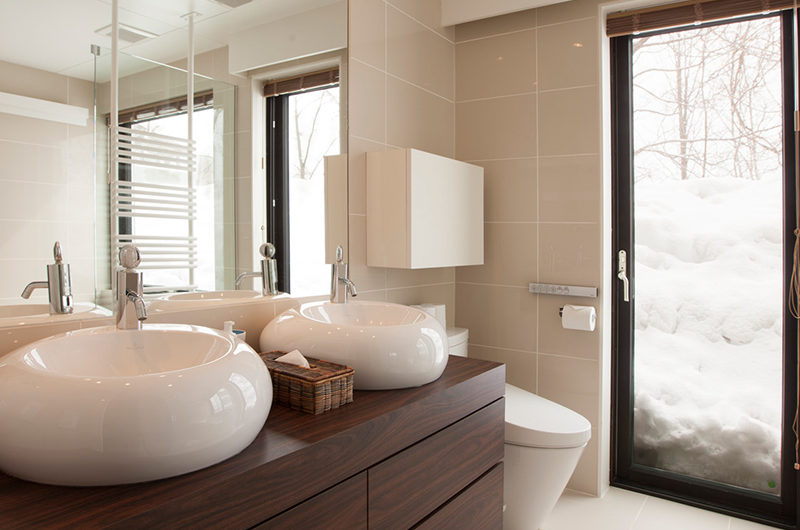 Glasshouse His and Hers Bathroom | Lower Hirafu