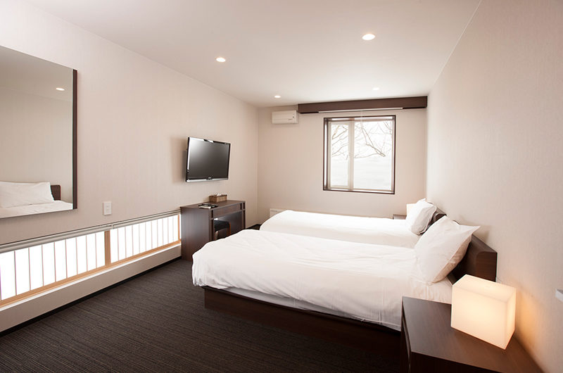 Glasshouse Twin Bedroom with TV | Lower Hirafu