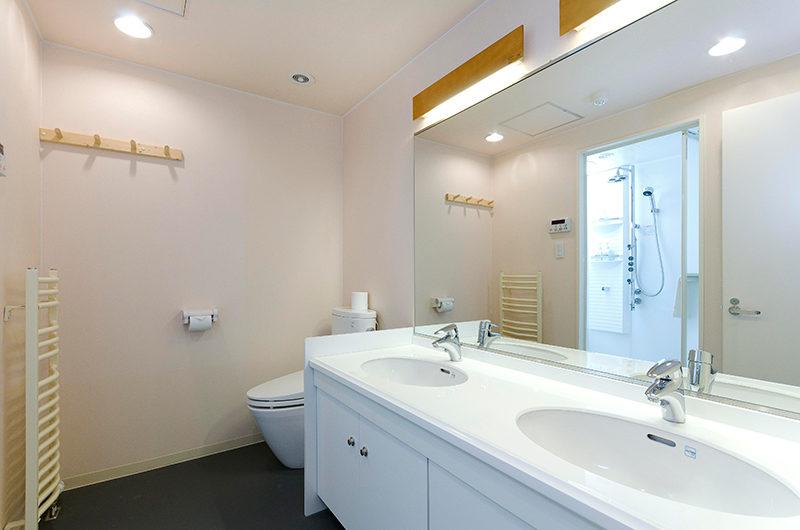 Gondola Chalets His and Hers Bathroom | Upper Hirafu