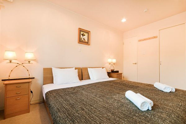 Gondola Chalets Bedroom with Table Lamps | Upper Hirafu